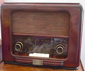 Modern cd/radio disguised in 1950 design